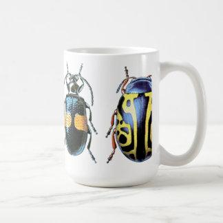Tasse bleue et jaune de scarabée