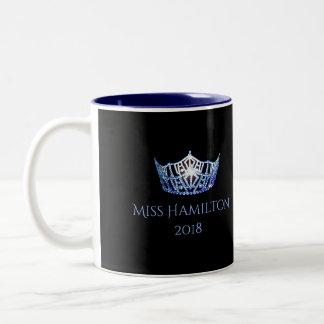 Tasse bleue nommée faite sur commande de couronne