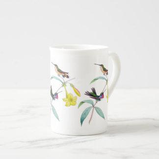 Tasse botanique de porcelaine tendre de fleur