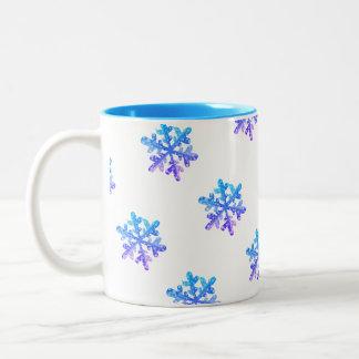 Tasse colorée de cadeau de flocons de neige