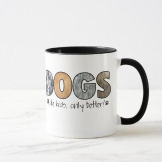 Tasse colorée de chiens