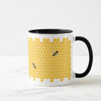 Tasse d'abeilles et de nid d'abeilles