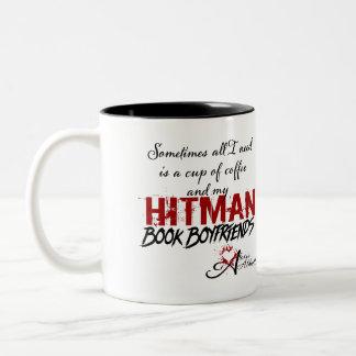 Tasse d'amis de livre de café et de Hitman