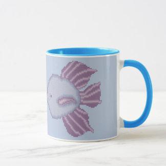 Tasse de baiser de pourpre et violette de poissons