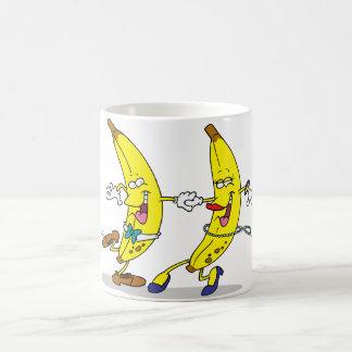Tasse de bananes de danse