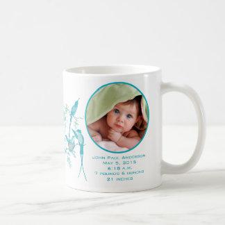 Tasse de bébé avec la stat importante de naissance