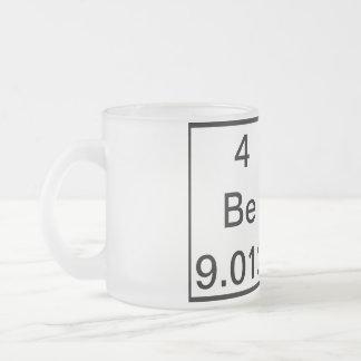 Tasse de bière d'éléments chimiques