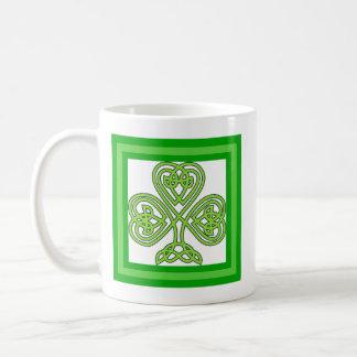 Tasse de cadeau du jour de St Patrick classique de