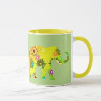 Tasse de café assez colorée d'éléphants
