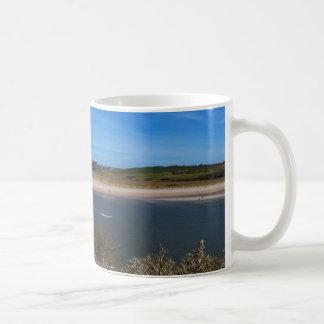 tasse de café avec la vue d'océan
