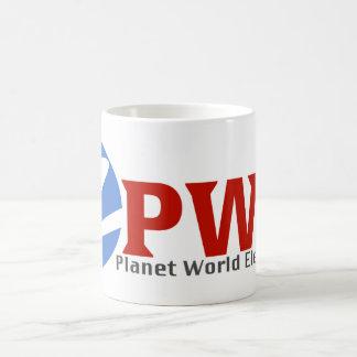 Tasse de café blanc de l'électronique du monde de
