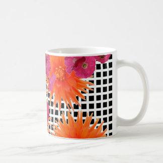 Tasse de café blanche de contrôle de noir rose