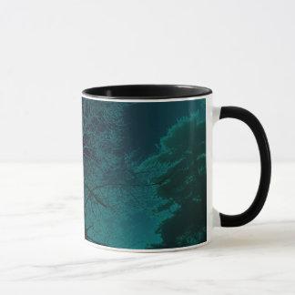 Tasse de café bleue de brouillard