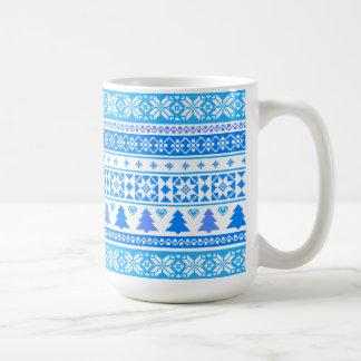 Tasse de café bleue de chandail de flocon de neige
