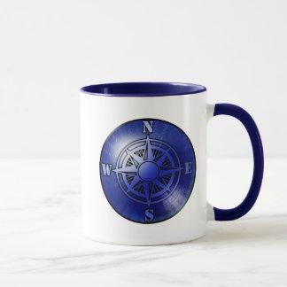 Tasse de café bleue de rose de boussole