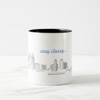 Tasse de café chique de séjour d'horizon de ville