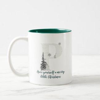 Tasse de café d'alphabet de la lettre P de Noël