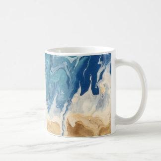 Tasse de café d'art abstrait de plage