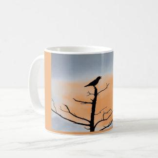 Tasse de café de corneille de cime d'arbre