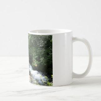Tasse de café de courant de montagne