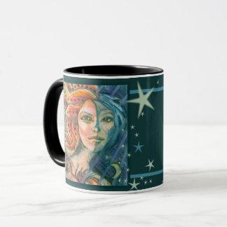Tasse de café de déesse d'imaginaire avec la lune