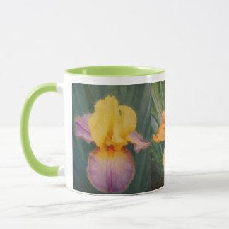 Tasse de café de jardin d'iris