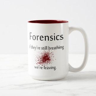 Tasse de café de médecines légales