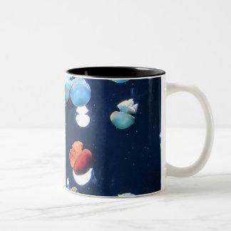 Tasse de café de monogramme de méduses