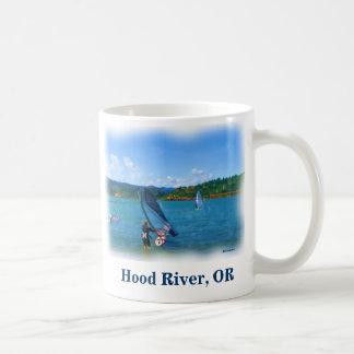 Tasse de café de planches à voile de la rivière