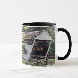 Tasse de café de pont couvert