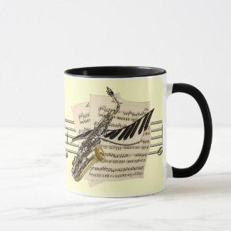 Tasse de café de saxophone et de musique de piano