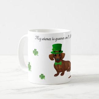 Tasse de café de teckel du jour de St Patrick