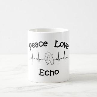 Tasse de café d'écho d'amour de paix