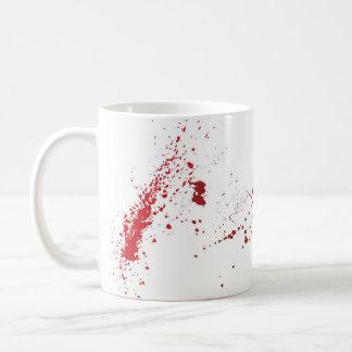 Tasse de café d'éclaboussure de sang