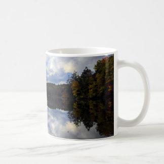 Tasse de café d'étang de bavures