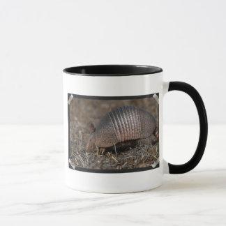 Tasse de café d'habitat de tatou