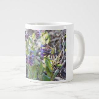 Tasse de café enorme de matin