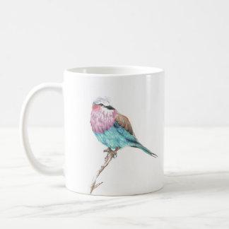 Tasse de café étant perché bleue et rose colorée