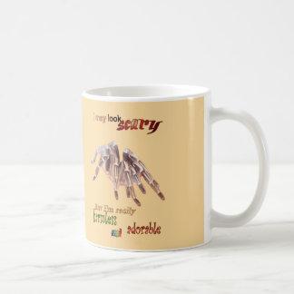 Tasse de café inoffensive de tarentule
