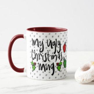 Tasse de café laide de houx de chandail de