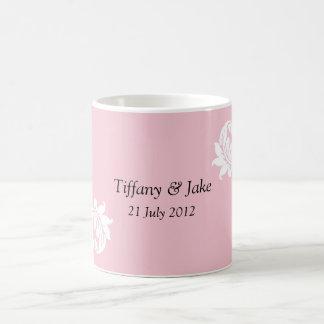 Tasse de café rose de conception