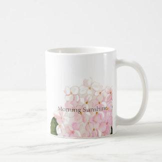 Tasse de café rose d'hortensia