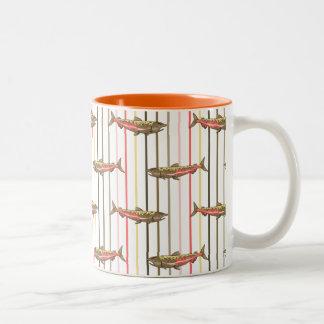 Tasse de café - saumon chinook sur des rayures