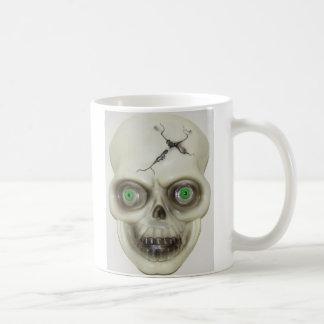 Tasse de café très effrayante de crâne de Hallowee