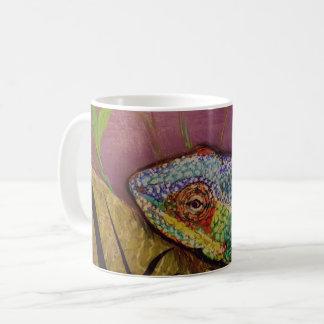 Tasse de caméléon avec des illustrations