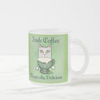 Tasse de chat de café irlandais du jour de St Patr