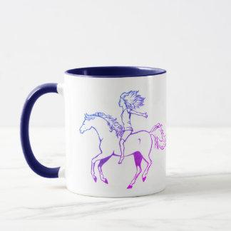 Tasse de cheval d'équitation de fille de liberté