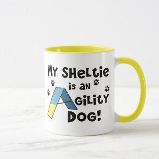 Tasse de chien d'agilité de Sheltie