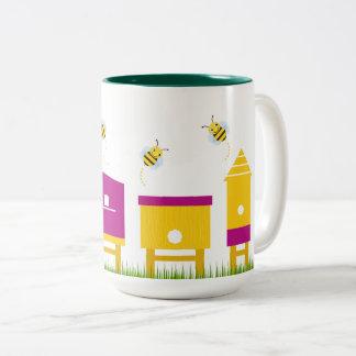 Tasse de concepteurs avec les abeilles douces
