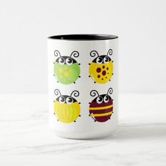 Tasse de concepteurs originaux avec des abeilles